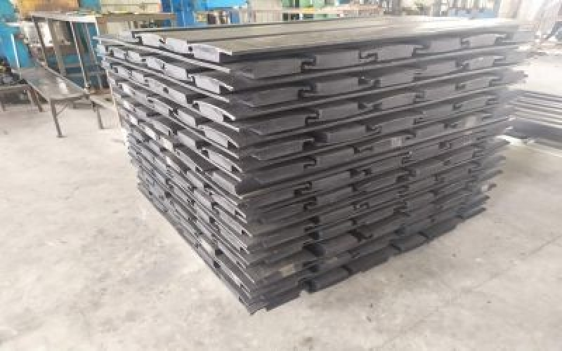 氧化铝球磨机橡胶衬板